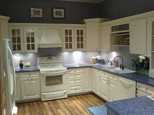 Budget kitchen renovations home design and decor reviews for Cheap kitchens