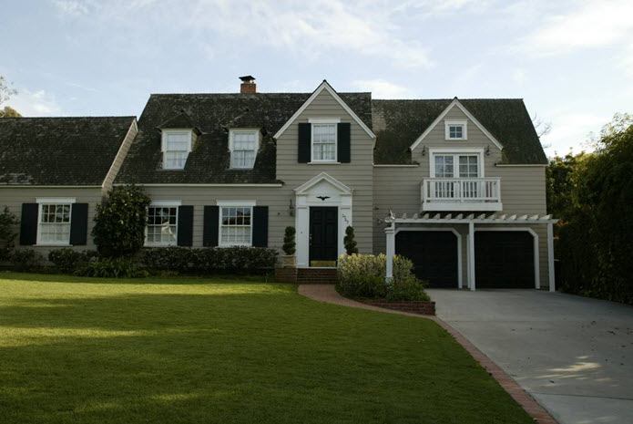 Types of homes you ll find while house hunting zing blog for Homes in colonial america