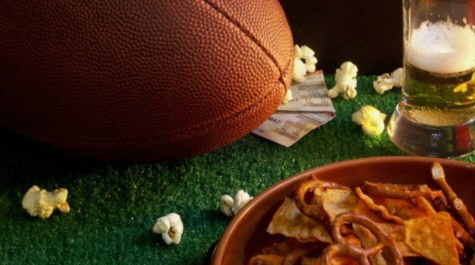 Host A Super Bowl Party: Snacks, Decorations & Games