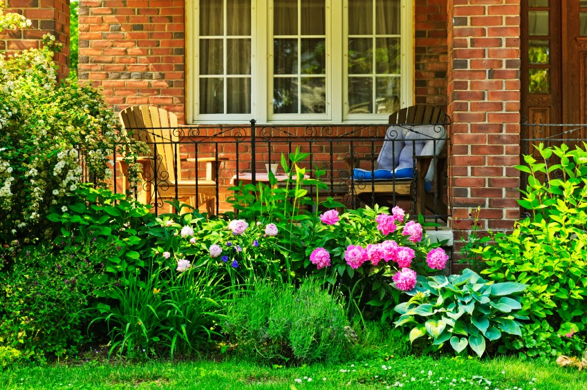 5 essentials to makeover your front porch zing blog by for Small flower garden in front of house