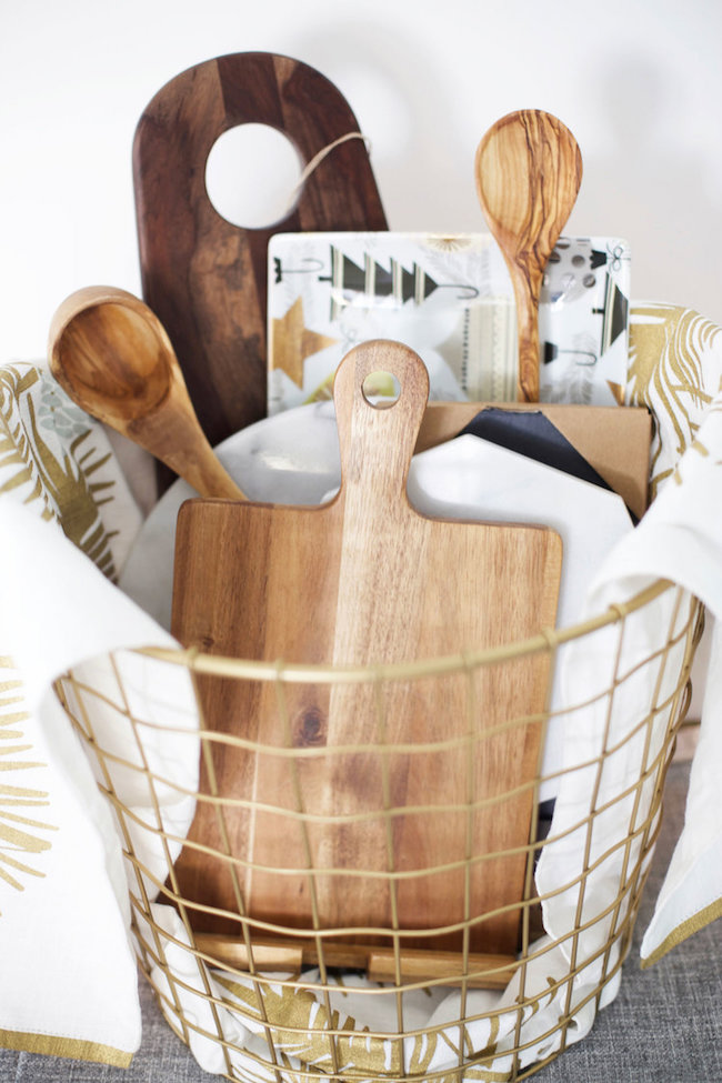 Housewarming gift basket stuff with kitchenware & Housewarming Gift Ideas | ZING Blog by Quicken Loans