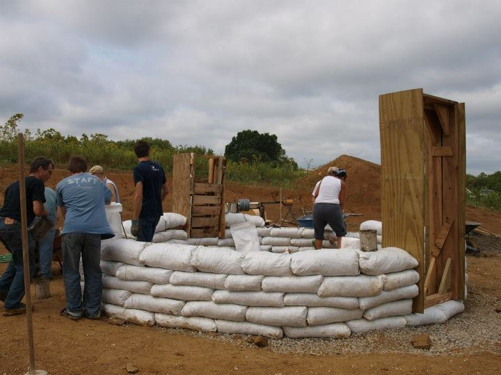 Earthbag Homes Pictures http://prsync.com/quicken-loans/building-an-earthbag-home-483716/
