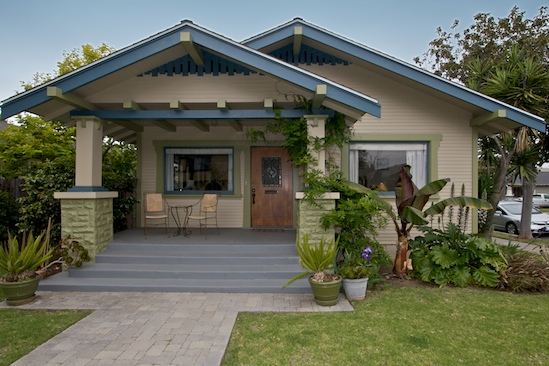 That s an interesting looking house bungalow style zing - What is a bungalow style home ...