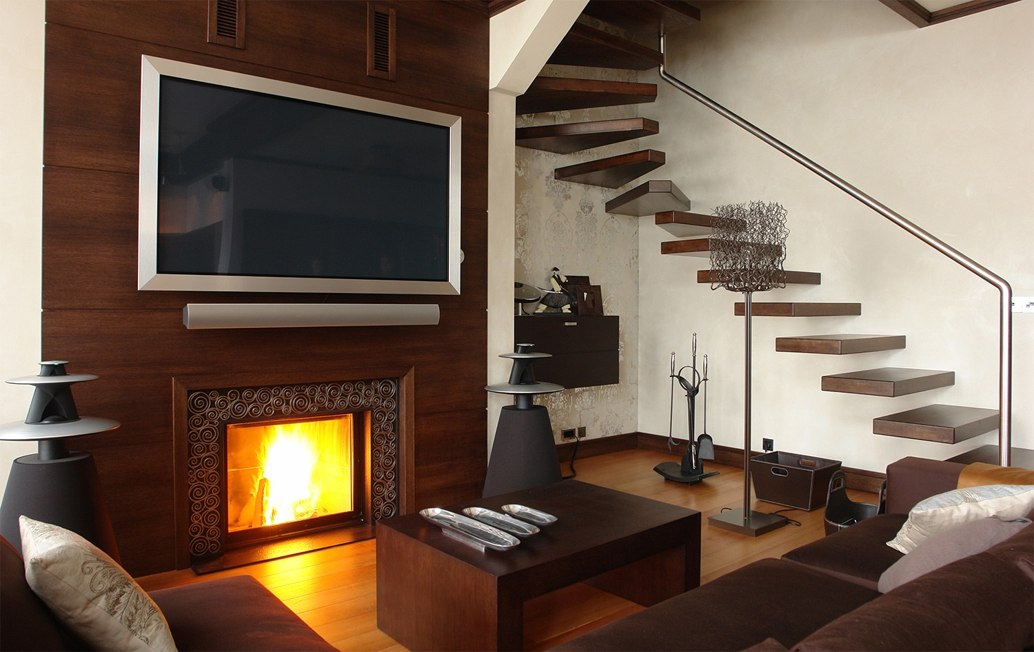 Mounting Your Tv Above The Fireplace The Debate Heats Up Zing Blog By Quicken Loans Zing