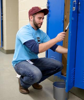 Quicken Loans Team Members Help Remodel Local Detroit School