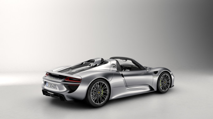 Robb Report Names Porsche 918 Spyder '2015 Car Of The Year'