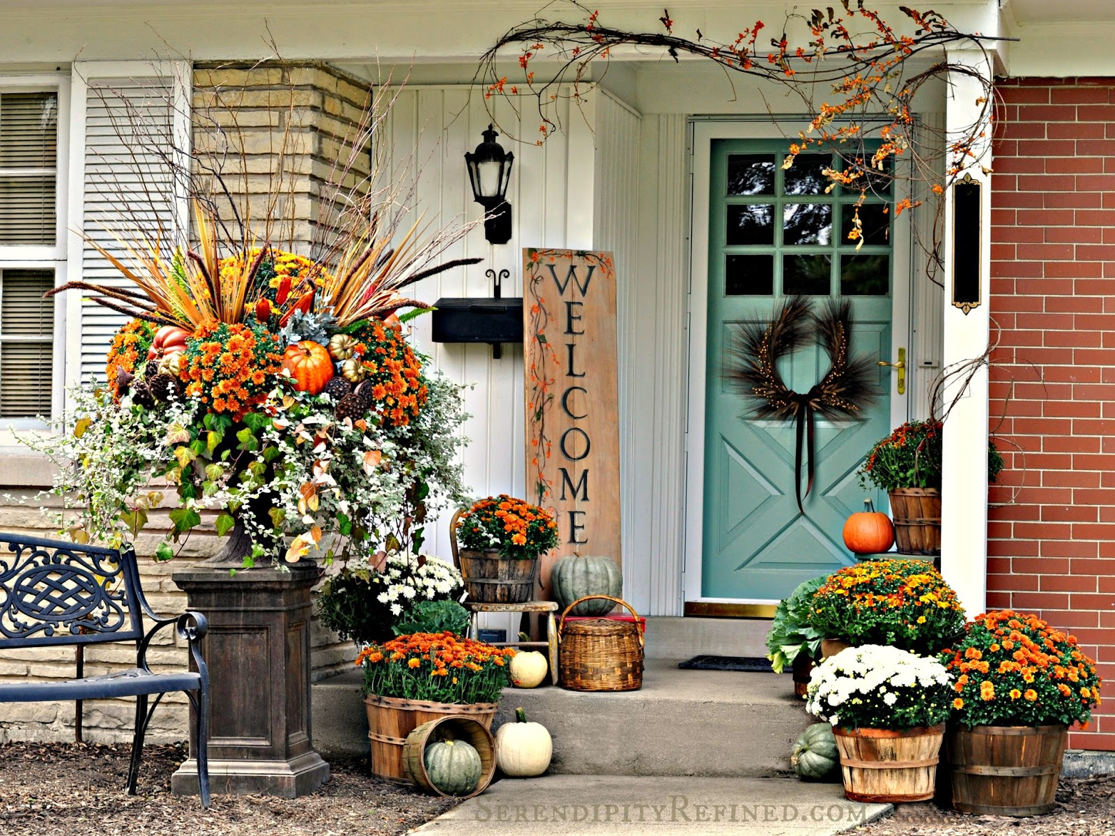 Fabulous outdoor decorating tips and ideas for fall zing - Fall front porch ideas ...