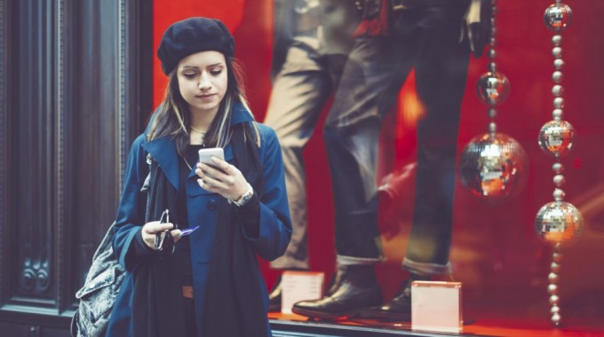 Shopping In The Palm Of Your Hand: Holiday Shopping Apps
