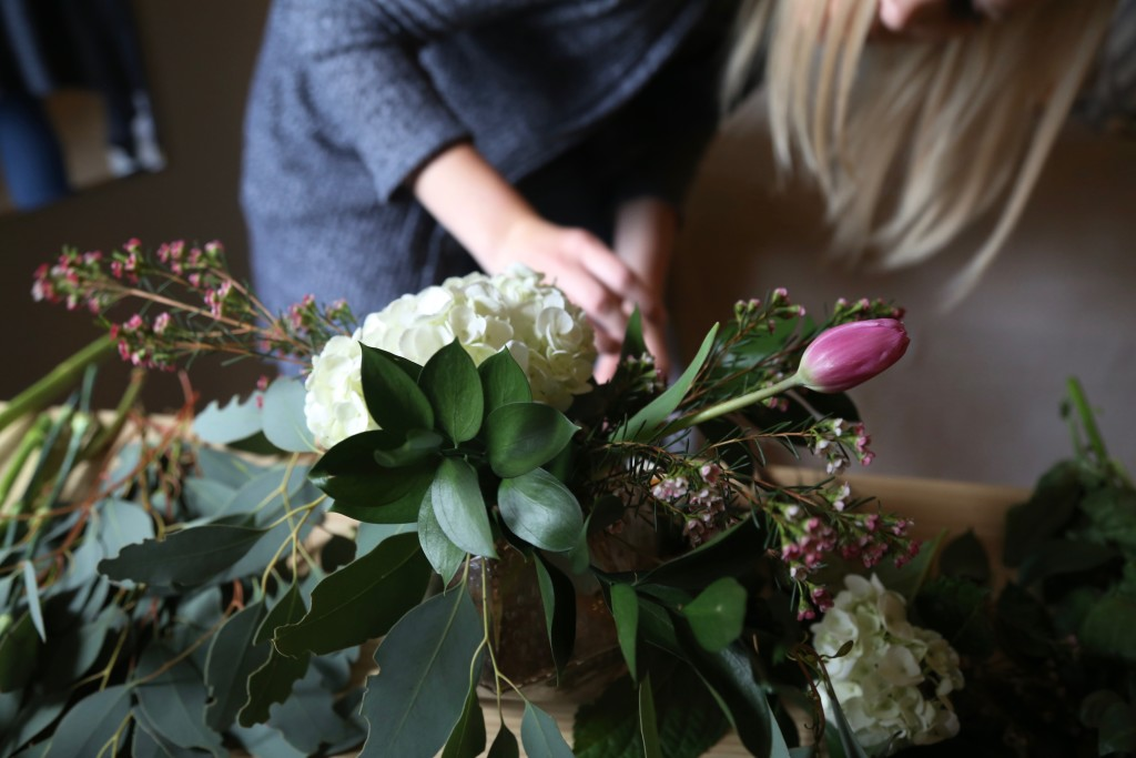 How to Turn a Grocery Store Bouquet Into a Floral Arrangement for Your Home - Quicken Loans Zing Blog