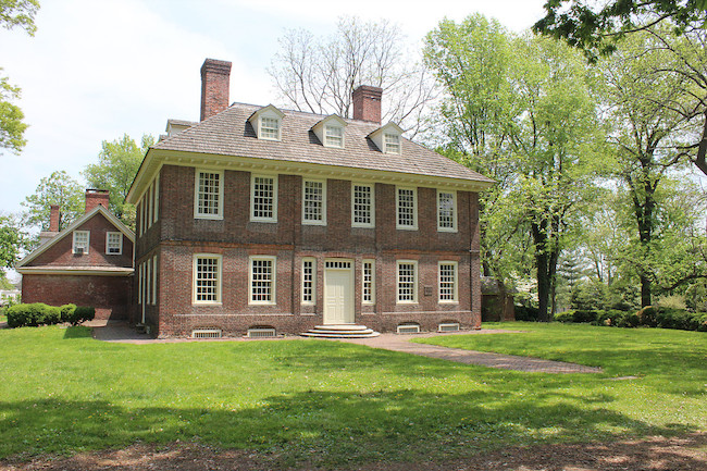 The Differences Between Colonial and Federal Style Architecture