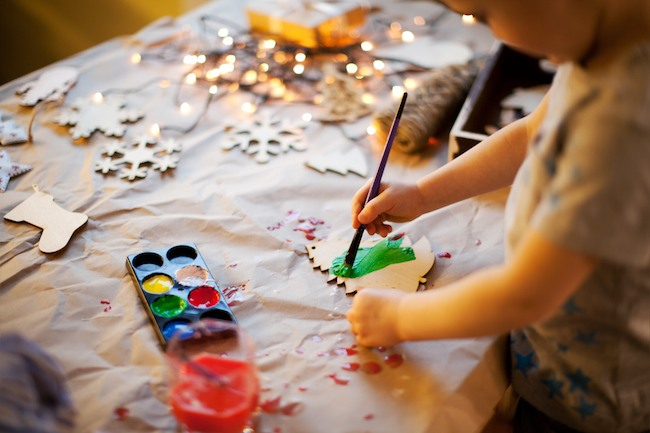 5 do it yourself holiday decorations to make with the whole family kid painting a wood tree solutioingenieria Image collections